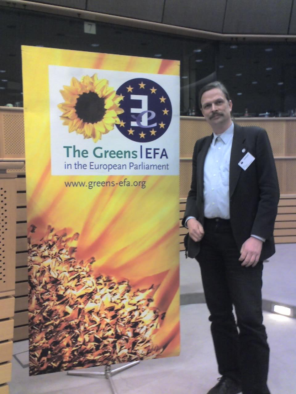 Wolfgang G. Wettach im Europaparlament in Brüssel im Saal Petra Kelly.